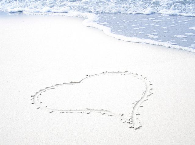 sand-heart-1314533-639×475